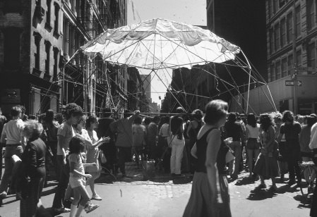 Prince Street art fair, SoHo, by Robin Forbes, 1976. (Reproduced by permission from Archives of American Art, Smithsonian Institution.)